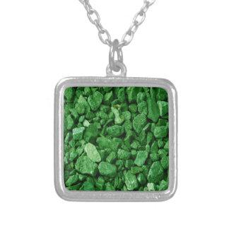 Roca verde del granito collar plateado