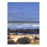 Rocas antes de la playa tarjeta postal