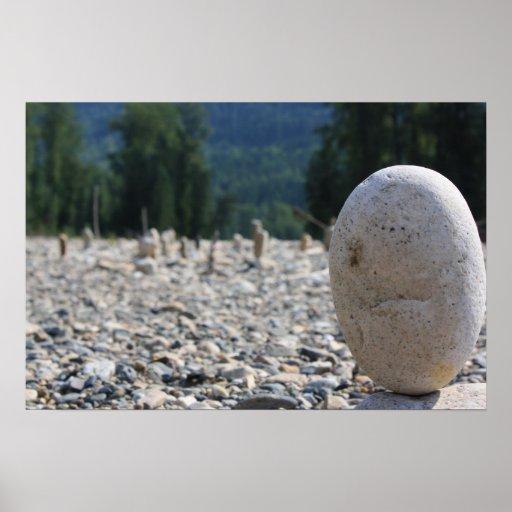 Rocas apiladas en la playa impresiones