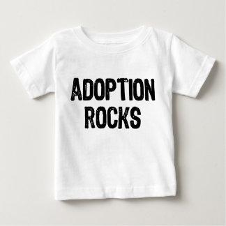 Rocas de la adopción playera de bebé