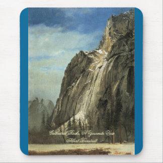 Rocas de la catedral, una opinión de Yosemite Tapetes De Ratón