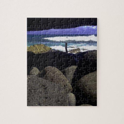 Rocas de la lava y océano hawaiano puzzle