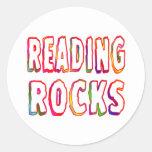 Rocas de la lectura pegatina redonda