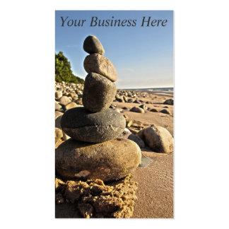 Rocas de la playa apiladas tarjetas de visita