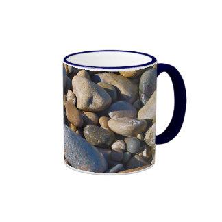 Rocas de la playa tazas
