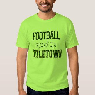 Rocas del fútbol en Titletown1 Poleras