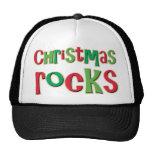 Rocas del navidad en rojo y verde gorras de camionero