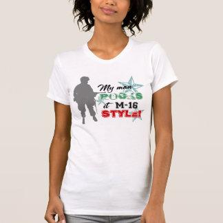¡Rocas él estilo M-16! Camiseta