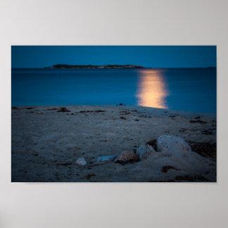 Rocas en la playa creciente cristalina, NS Póster
