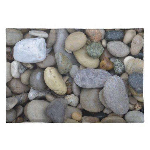 Rocas en la playa mantel individual