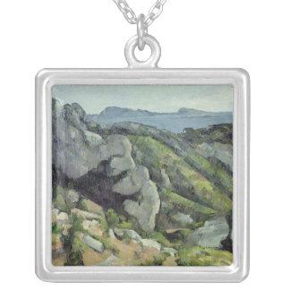 Rocas en L'Estaque, 1879-82 Collar Plateado