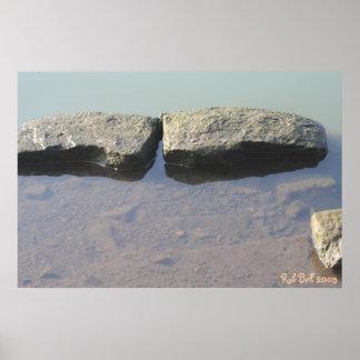 Rocas en un lago impresiones