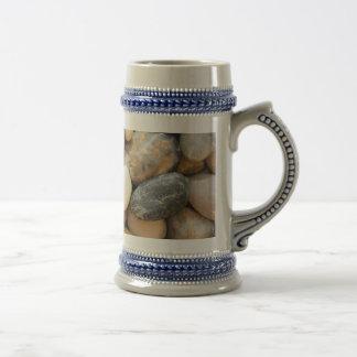 Rocas, guijarros y piedras jarra de cerveza