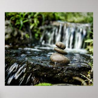 Rocas lisas con la cascada póster