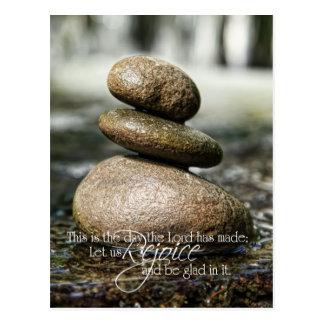 Rocas lisas en el salmo 118 del agua postales