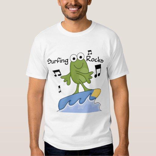 Rocas que practican surf - camisetas y regalos de playera