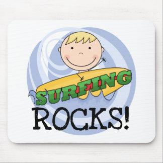 Rocas que practican surf - camisetas y regalos rub tapetes de ratón