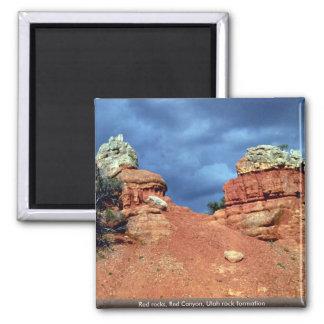 Rocas rojas, barranco rojo, formación de roca de U Imán Cuadrado
