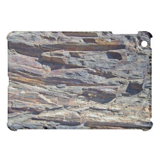 Rocas sedimentarias en fondo de las montañas