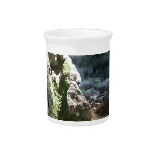 Rocas y agua jarra