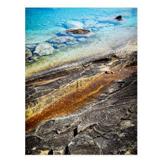 Rocas y fondo claro del agua postales
