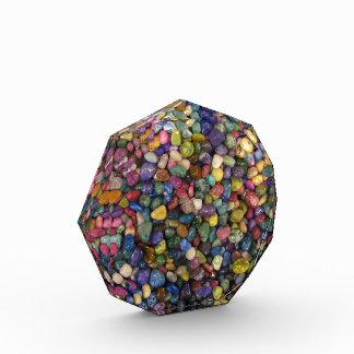 Rocas y guijarros brillantes lisos coloridos