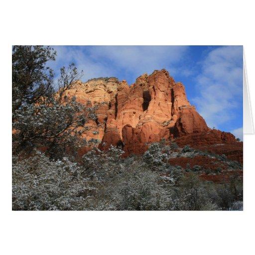 Rocas y nieve rojas tarjeta de felicitación