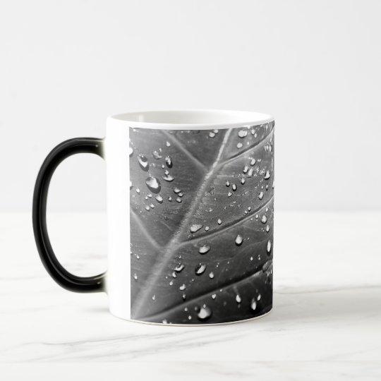 Rocío en diseño negro y blanco de la hoja taza mágica