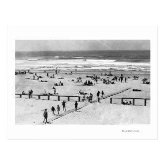 Rockaway, escena de la playa de Oregon y nadadores Postal