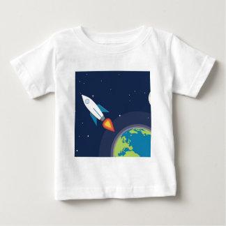 Rocket en diseño gráfico de la tierra de la luna remeras
