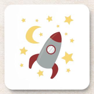 Rocket en espacio posavaso