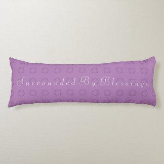 Rodeado por bendiciones almohada de cuerpo entero