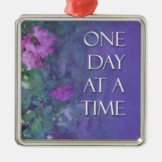 Rododendros de un día a la vez adorno navideño cuadrado de metal