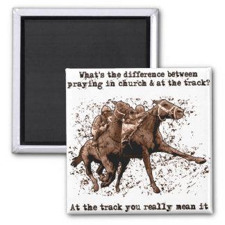 Rogación en las carreras de caballos imán cuadrado