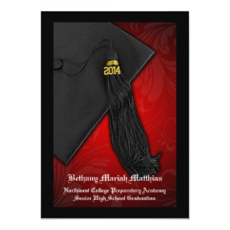 Rojo 2014 con la graduación negra del encanto de invitacion personalizada