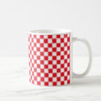 Rojo a cuadros y blanco alineada taza de café
