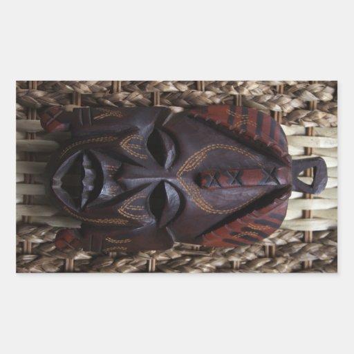 Rojo africano ritual tallado de madera tribal de pegatina rectangular
