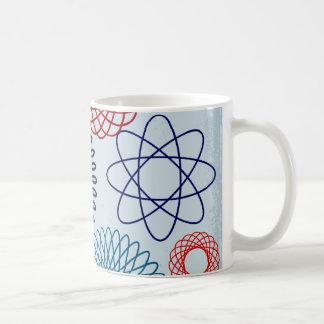 Rojo azul del modelo geométrico enrrollado del taza clásica