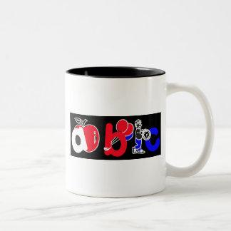 Rojo, blanco, azul y negro, logotipo del alfabeto taza de dos tonos