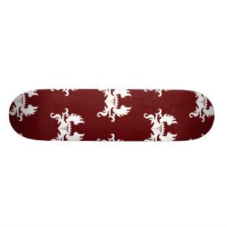 Rojo blanco con alas del escudo de la corona skate boards