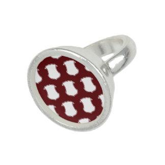 Rojo blanco del escudo del escudo anillo