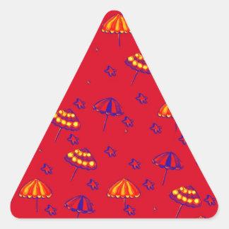 Rojo caprichoso del arte popular de los parasoles pegatina triangular