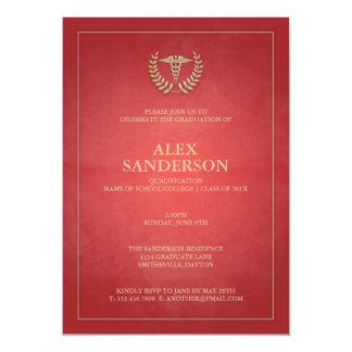 Rojo clásico y graduación médica del caduceo del