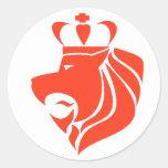 Rojo coronado reggae del león de Rasta Pegatina Redonda