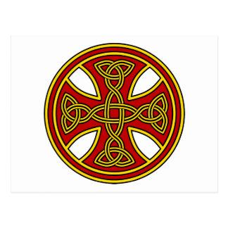 Rojo de la armadura del doble de la cruz céltica postal