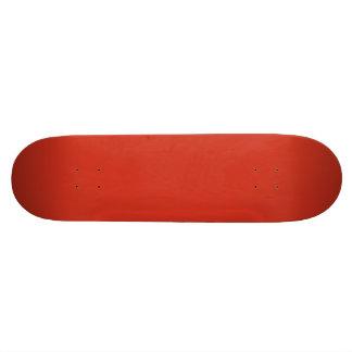 Rojo de la dalia en un jardín inglés del país patines personalizados