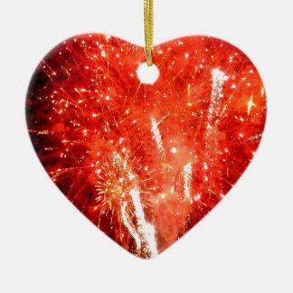 Rojo de la explosión adorno navideño de cerámica en forma de corazón