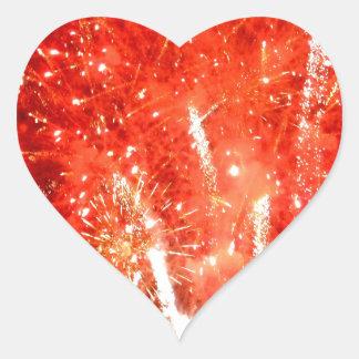 Rojo de la explosión pegatina en forma de corazón