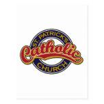 Rojo de la iglesia católica de St Patrick en azul Tarjeta Postal