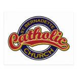 Rojo de la iglesia católica del St. Bernadette en  Postales
